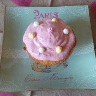https://danslacuisinedhilary.blogspot.com/2012/05/cupcake-la-fraise-strawberry-cupcake.html