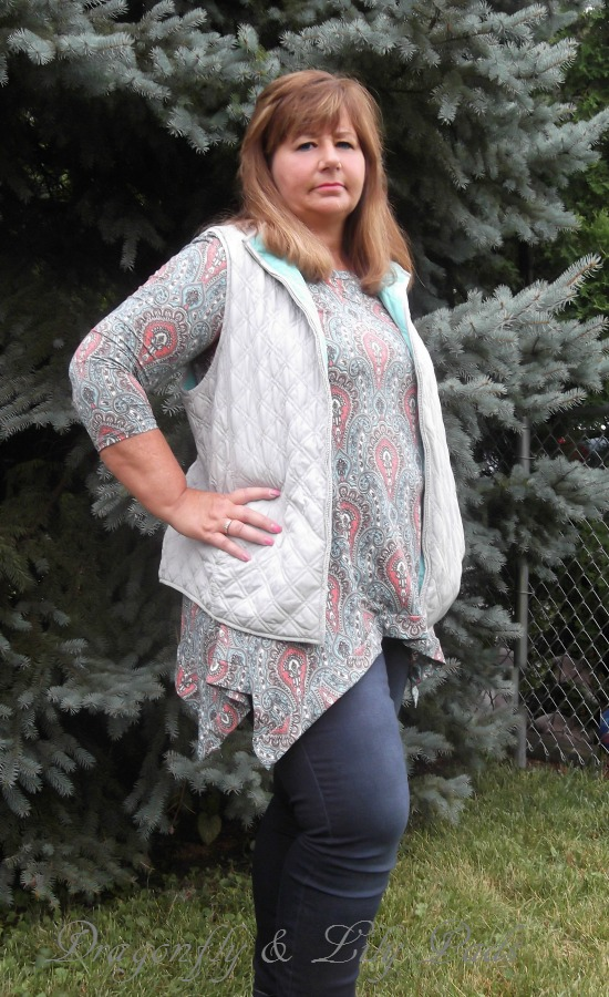 quilted vest for cooler weather look.Close up you certainly want yo prepare for the cooler season ahead.