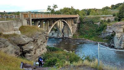 Lundbreck Falls Trail