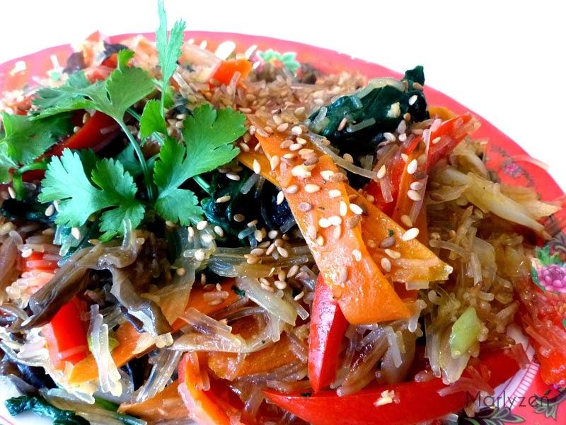 Vermicelles de soja aux légumes.