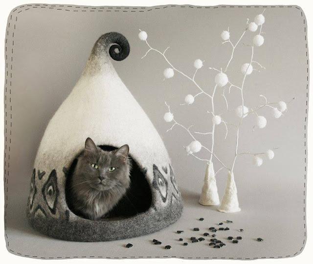 Singulares casas de fieltro para pequeños felinos