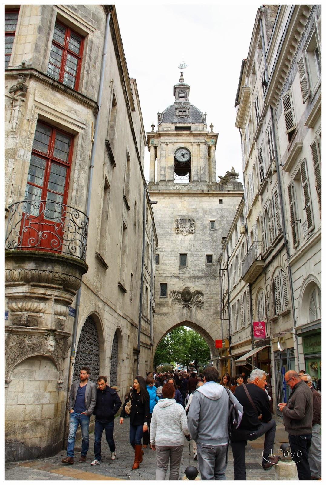 Grosse Horloge desde Rue du Palais