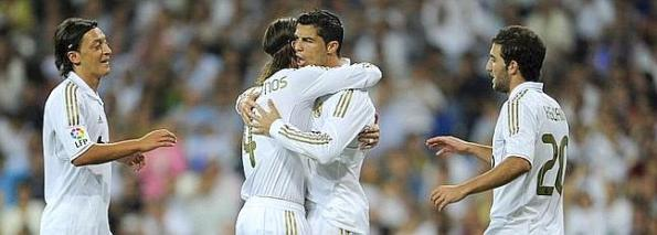Real Madrid's Portuguese forward Cristiano Ronaldo (C) celebrates his second goal with teammates during the Spanish league football match Real Madrid vs Rayo Vallecano on September 24, 2011, at the Santiago Bernabeu stadium in Madrid. AFP PHOTO/ DANI POZO TELETIPOS_CORREO:SPO,SPO,%%%,%%%