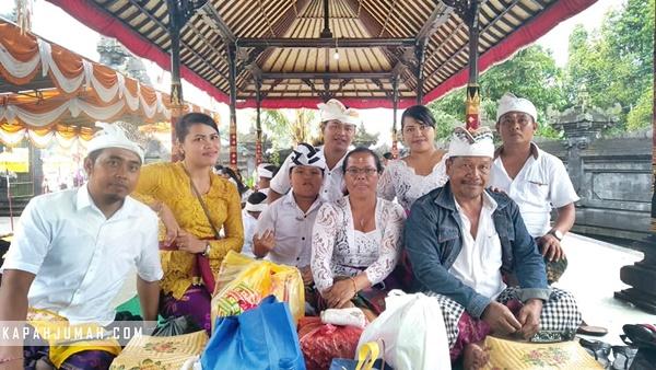 Sembahyang ke Pedharman Pusat Dalem Tarukan di Bangli