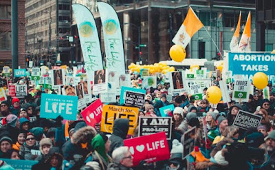6,000 unite at Chicago March for Life, dwarfing pro-abortion counter-protest