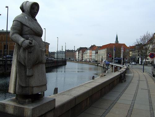 Estatua de una esposa de pescador (Copenhague)