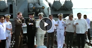 Watch: Pres. Duterte, nagtour sa Russian warship! Opisyal ng Russian Navy, naki-DUTERTE POSE!