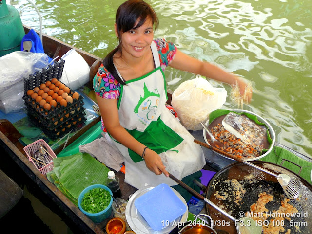 people, street portrait, high-angle shot, Thailand, Bangkok, Taling Chan Floating Market, floating market, Thai food, seafood, oyster omelette, delicious, boat vendor