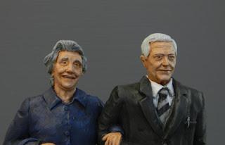 statuette artigianali ritratti modellini idee regalo coppia anziani orme magiche