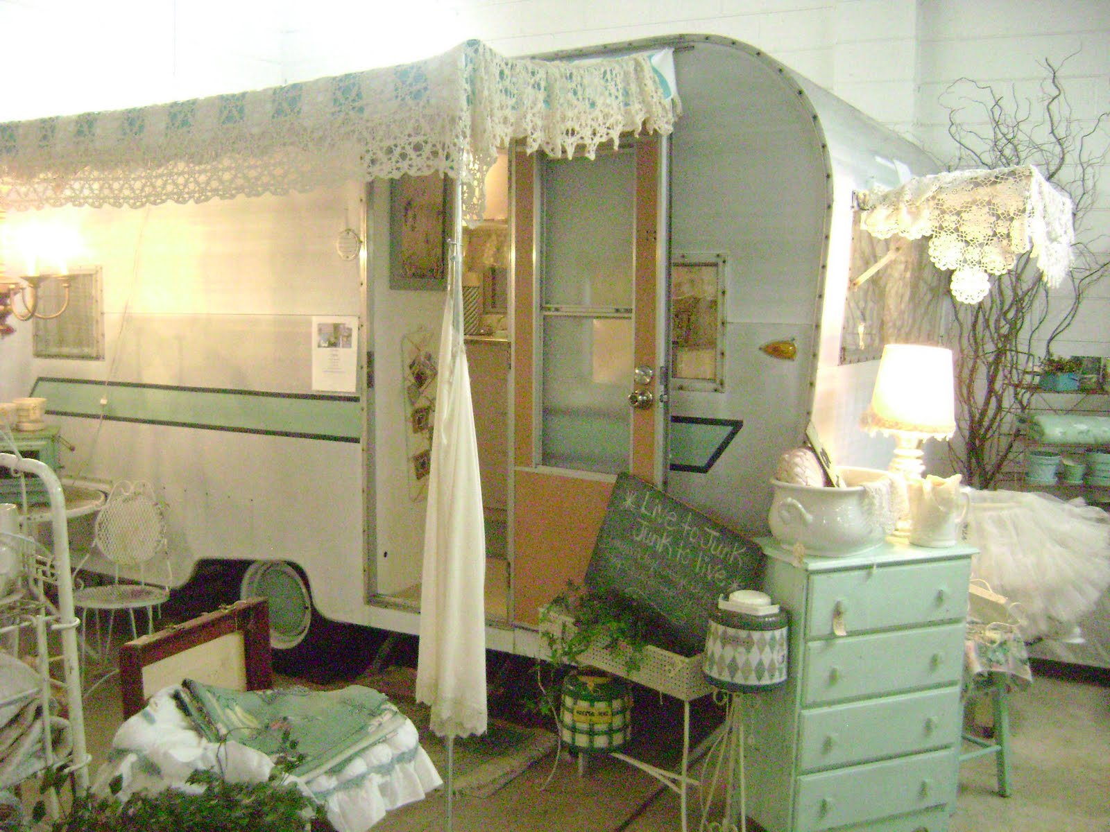 Amys Vintagetrailers May 2011