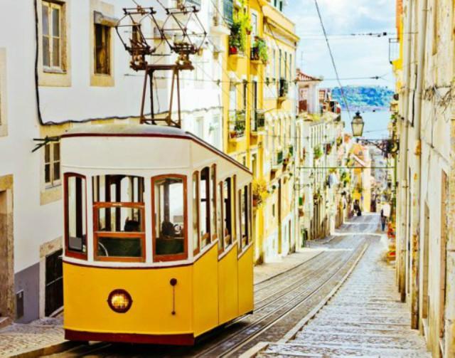 tram-lisbona-poracci-in-viaggio-pacchetto-volo-hotel