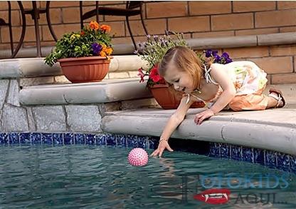 Atenção! Crianças nas piscinas