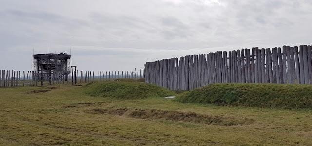 Ringheiligtum Pömmelte - Turm und Gräben