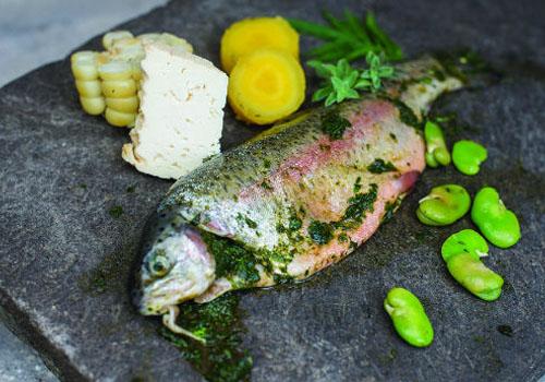 Pachamanca de pescado a la piedra