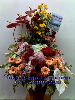 bouquet bunga meja toko bunga surabaya, toko bunga online surabaya, toko bunga murah surabaya, karangan bunga surabaya, florist surabaya, florist di surabaya, florist surabaya murah, florist online surabaya