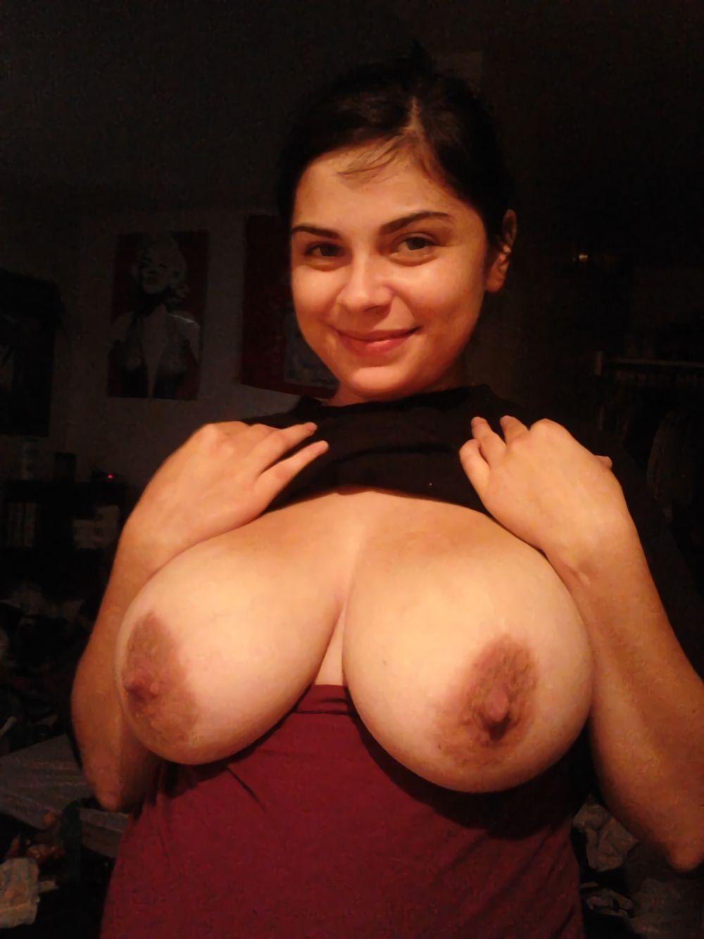 cewek barat latina pamer toket gede dan pentil mancung .Gambar bokep cewek cantik seksi punya body semok dan payudara montok