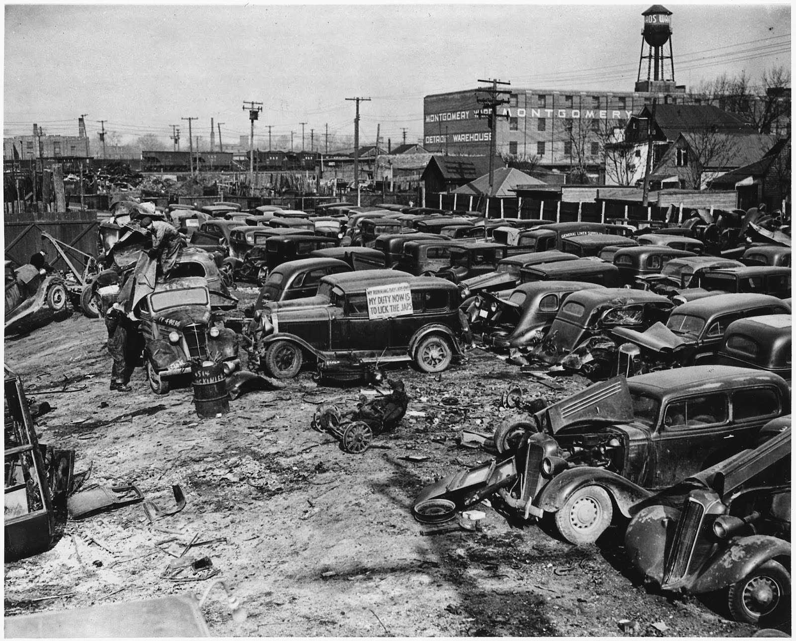 Philly Junk Yard: 1930s Cars Scraped and Crushed Into ...  |Junk Yard