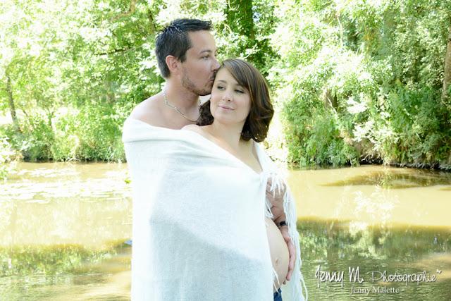 photo douceur, tendresse, shooting couple amour en attendant bébé