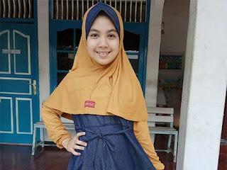 Qheyla Valendro Pakai Hijab