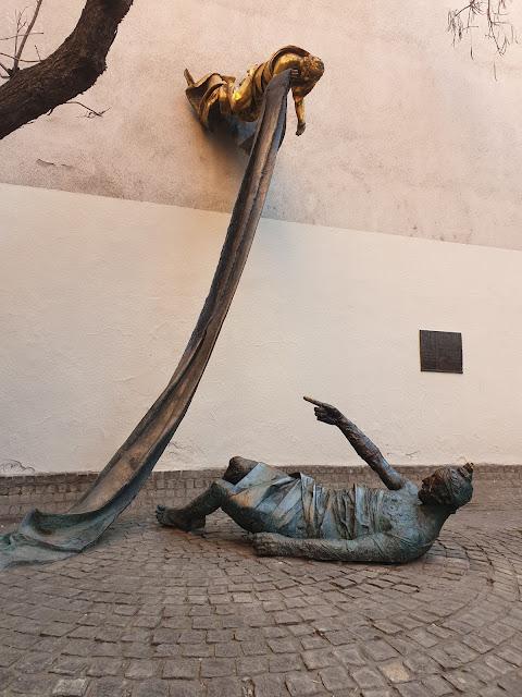 האנדרטה לזכר קרל לוץ