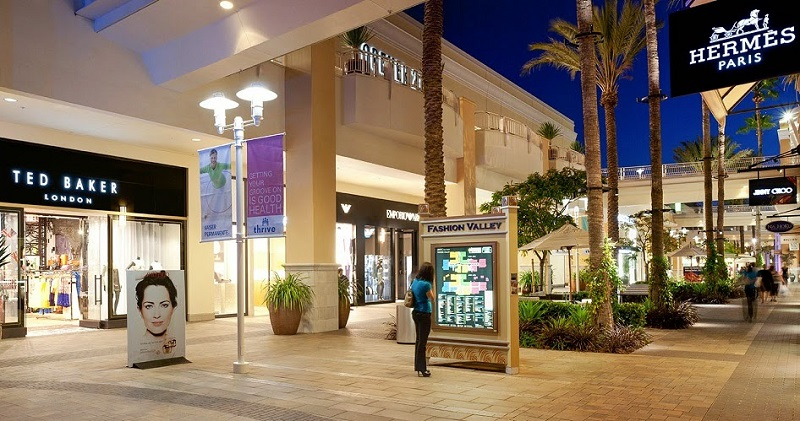 San Diego offers great shopping with a distinctly Southern California vibe. Not only are many outlet malls and shopping centers outdoors, you'll also find plenty of locally produced items as well as top name brand stores and merchandise.