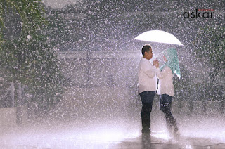 paket prewedding, jasa foto prewedding murah, konsep prewedd hujan, taman mini