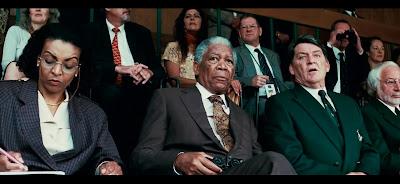 Mandela analizando las posibilidades del equipo desde la grada.