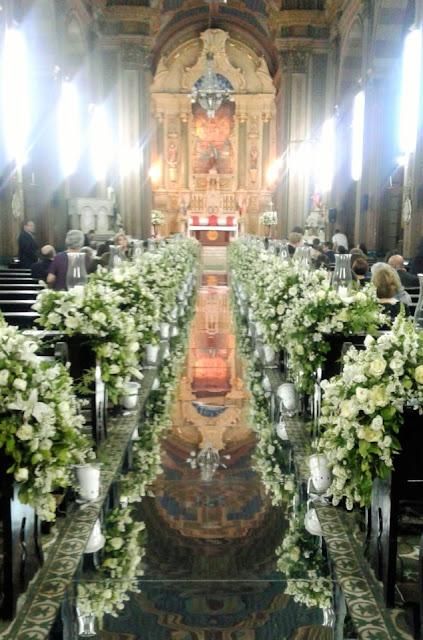 A Igreja Matriz de Caçapava decorada para a celebração de um matrimônio.