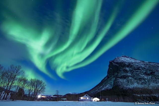 Danza de la Aurora Boreal, Engeloya, Noruega por El Guisante Verde Project