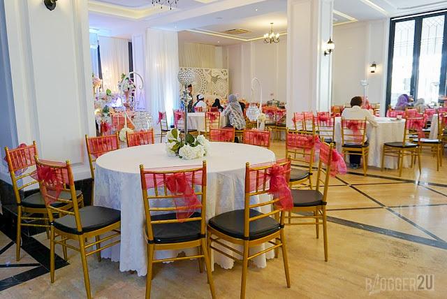 35 buah meja bulat yang besar dan kerusi sebanyak 350 buah