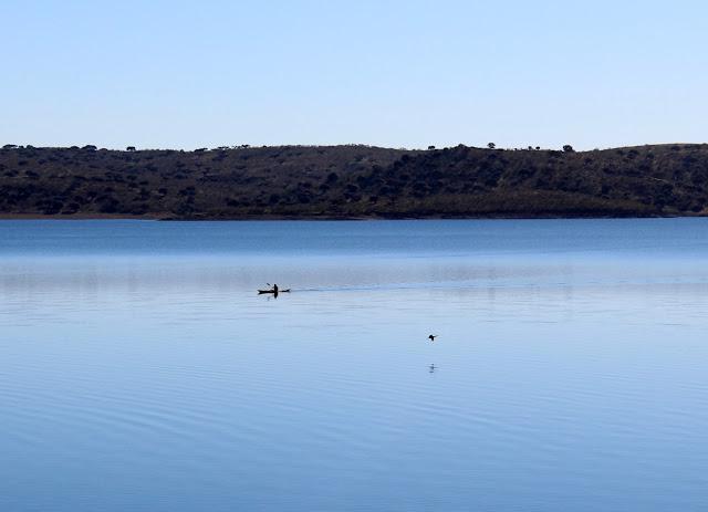 Práctica de deportes náuticos en Orellana la Vieja.
