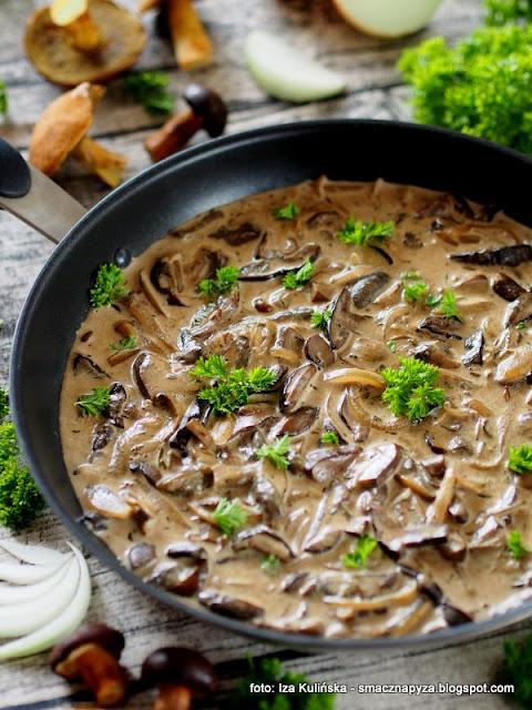 grzyby lesne, domowe jedzenie, sos z grzybow, grzybki, grzyb, grzybobranie, jak u mamy, obiad