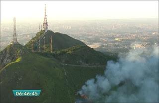 Incêndio no Pico do Jaraguá. Imagem: frame de vídeo da Globo