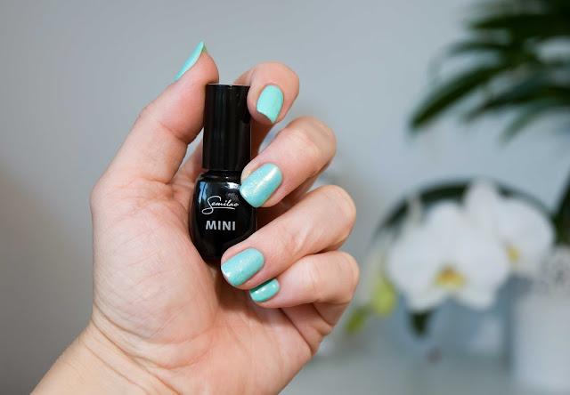 miętowy kolor na paznokciach Semilac nr 022