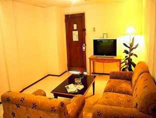 ruang tamu kamar di hotel royal haji Djuanda 169-156 Dago Bandung penginapan murah dekat itb bandung
