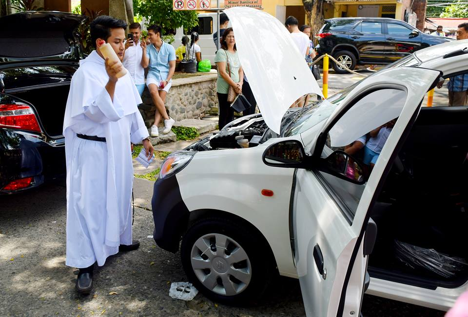 Actual car blessing at the Our Lady of Manaoag Church