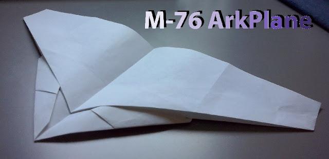 Avión de papel M-76