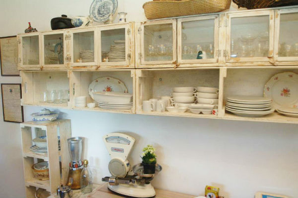 reutilizar caixotes de madeira cozinha armario sem porta
