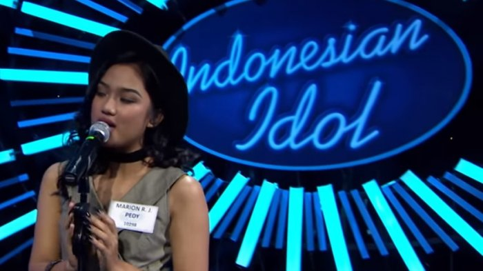 A Girl Of  Years From Kupang Ntt Central Rose Leaves Thanks To Its Participation In The Event Of Indonesian Idol Lala Sapaannya