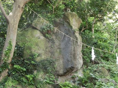 江の島蟇石