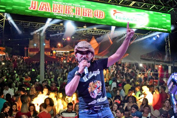 Foi dado a largada para a Festa de Janeiro 2019 em Iguaracy. Raniery e Banda foram a grande atração da noite.
