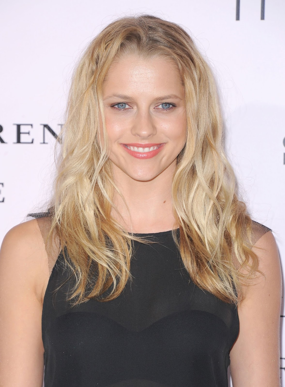 HQ Photos of Teresa Palmer in Black dress at The Vow Premiere in Los Angeles