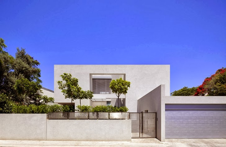 Street facade of Modern family home by Domb Architecture