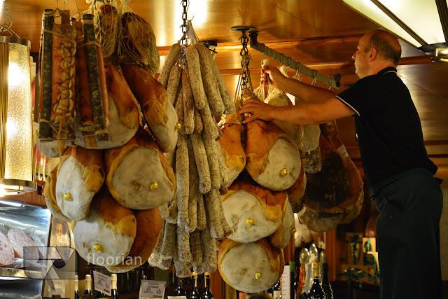 Parmigiano Reggiano i ocet balsamiczny w Bolonii