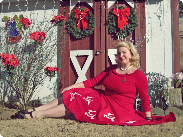 1950s novelty christmas reindeer circle skirt Christmas pinup via va-Voom Vintage