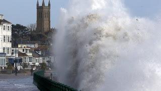 Tiga Orang Tewas Diterjang Badai Ophelia Irlandia