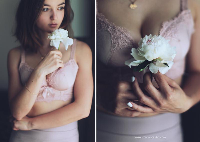 свадебная фотосъемка,свадьба в калуге,фотограф,свадебная фотосъемка в москве,фотограф даша иванова,идеи для свадьбы,образы невесты,фотограф москва,фотосессия невесты,будуарная фотосъемка,пленочная фотография,сборы невесты,файнарт,fine art,нежные сборы невесты с пионами,романтичные сборы невесты,будуарная фотосъемка для девушки,девушка с пионами, сборы в отеле,сборы невесты в отеле,сборы невесты в халате,девушка в махровом халате,Hilton Garden Inn Kaluga,лена на пп,иванова даша,девушка в белье с пионом