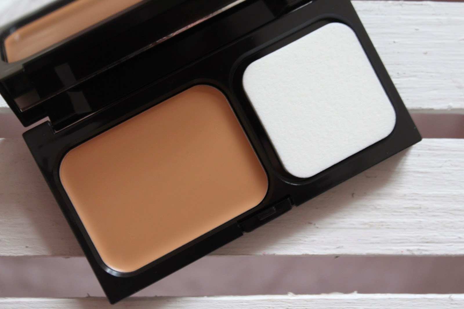 Compact Setting Powder by dermablend #4