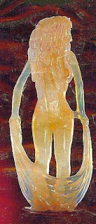 蛋白石雕刻的女神像