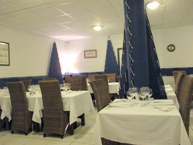 http://les-reveries-d-isisya.blogspot.com/2015/07/kourou-restaurant-lancre-bleue.html